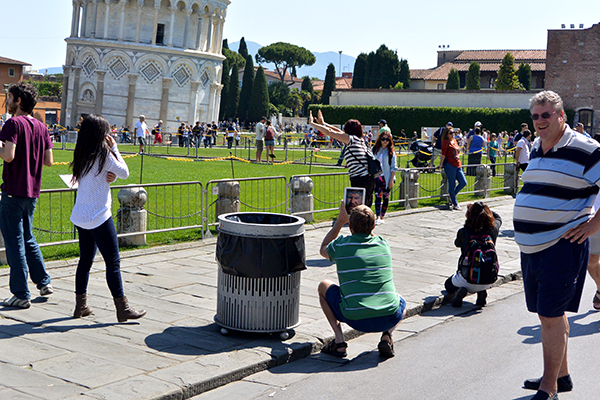 Capturing the visit to the leaning tower